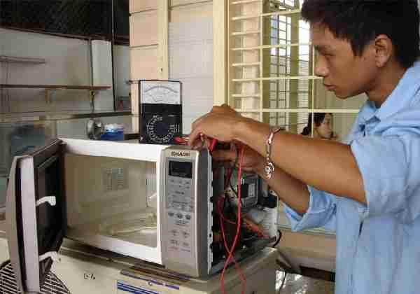 sửa lò vi sóng tại TPHCM