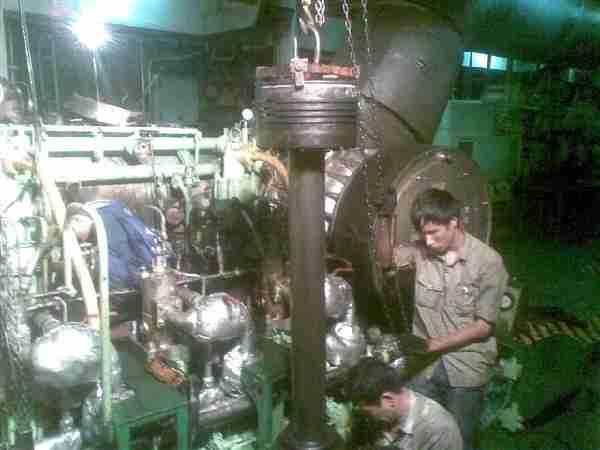 sửa máy tàu thủy